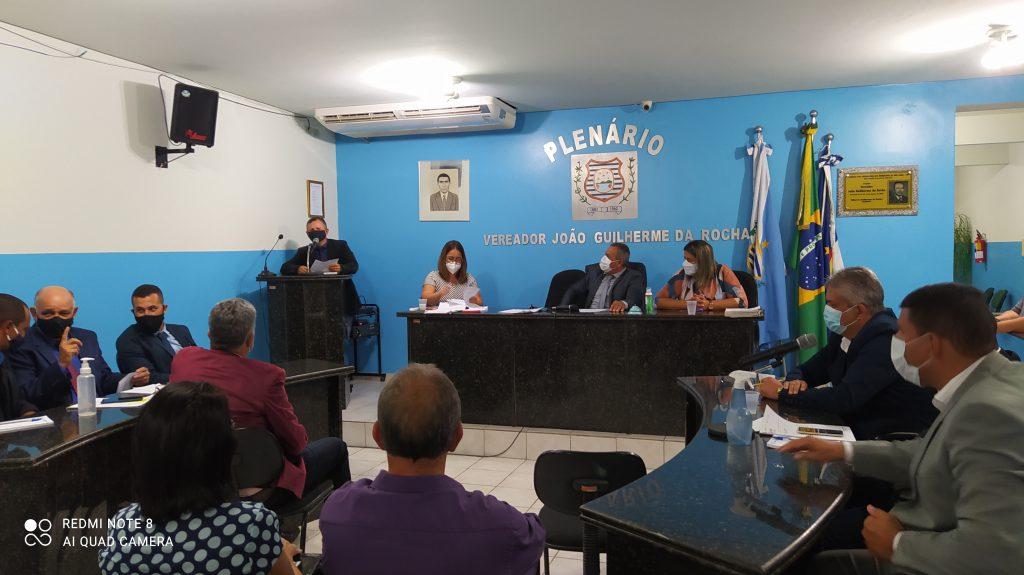 Vereador José Elias apresenta requerimento.